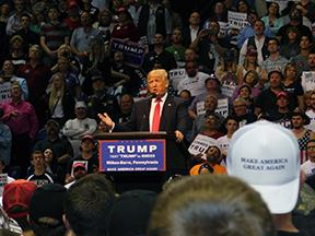 Trump rally brings thousands day before Pa. Primary