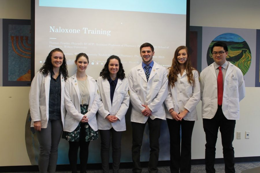 Pharmacy+students+who+presented+narxolone+administration++training+to+public+safety+officers+on+Feb.+3.+%0ALeft+to+right%3A+Britnee+Atherholt%2C+Jennifer+Lee%2C+Sarah+Ahearn%2C+Austin+Paisley%2C+Lauren+Albright%2C+Quan+Nham.