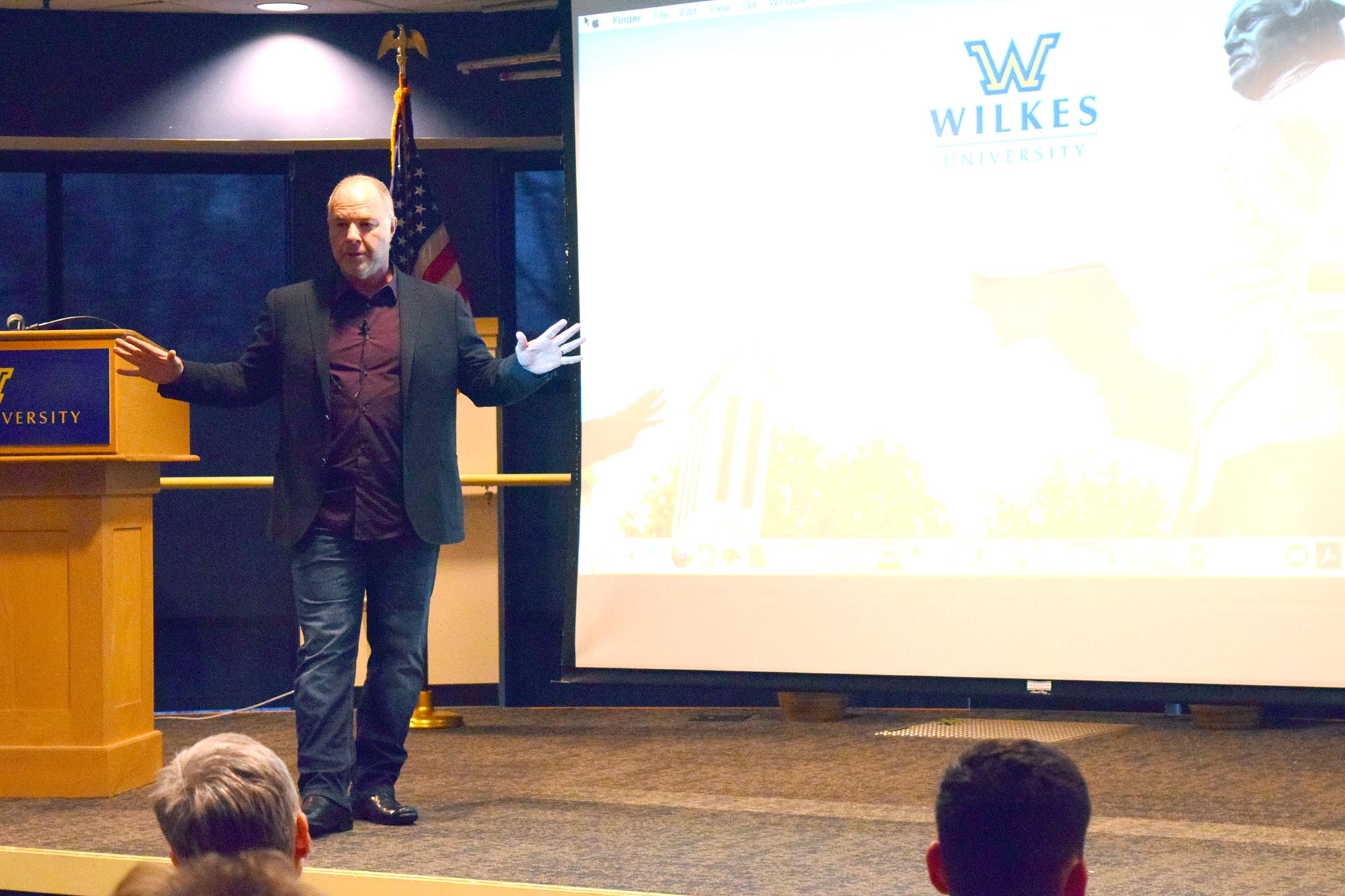 """Renowned educator and pioneering activist Dr. Jackson Katz dellivered his lecture entitled """"Men, Women, Sex and Violence"""" in the Henry Student Center Ballroom on March 27. Katz was the keynote speaker for """"It's On Us Week,"""" a week-long event dedicated to discussing sexual violence."""