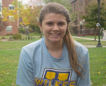 AOTW: Juliet Betke, sophomore volleyball player