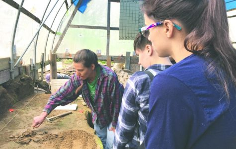 Archaeology students visit Pittston dig site for hands on fieldwork